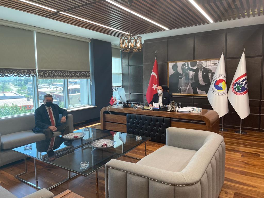 Nazilli Ticaret Odası Yönetim Kurulu Başkanı Nuri ARSLAN, Aydın Ticaret Odası Yönetim Kurulu Başkanı Hakan ÜLKEN' i Makamında Ziyaret Etti.